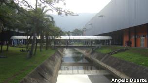 Canal que passa pelo Riocentro. (Foto: Angelo Antonio Duarte)