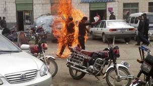 今年早些时候在青海发生的藏人自焚现场