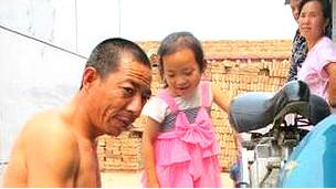 Sr. He con su hija