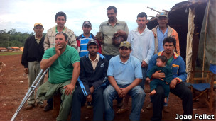 Ativistas sem-terra no Paraguai | Foto: João Fellet/BBC Brasil