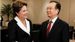 Presidente brasileira Dilma Rousseff e primeiro-ministro chinês Wen Jiabao (Foto AP)