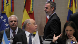 Patriota (ao fundo) e Timerman (centro) durante a reunião do Mercosul