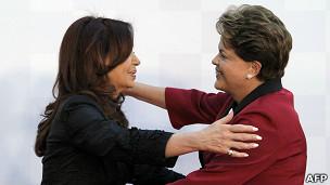 Cristina e Dilma. AFP