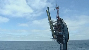Cientistas e marinheiros afirmam que navio é estável mesmo na vertical (BBC)