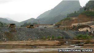 Xe xây dựng được thấy tại Xayaburi, Lào