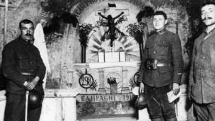 كهوف بها أعمال فنية لجنود فرنسيين منذ الحرب العالمية الأولى