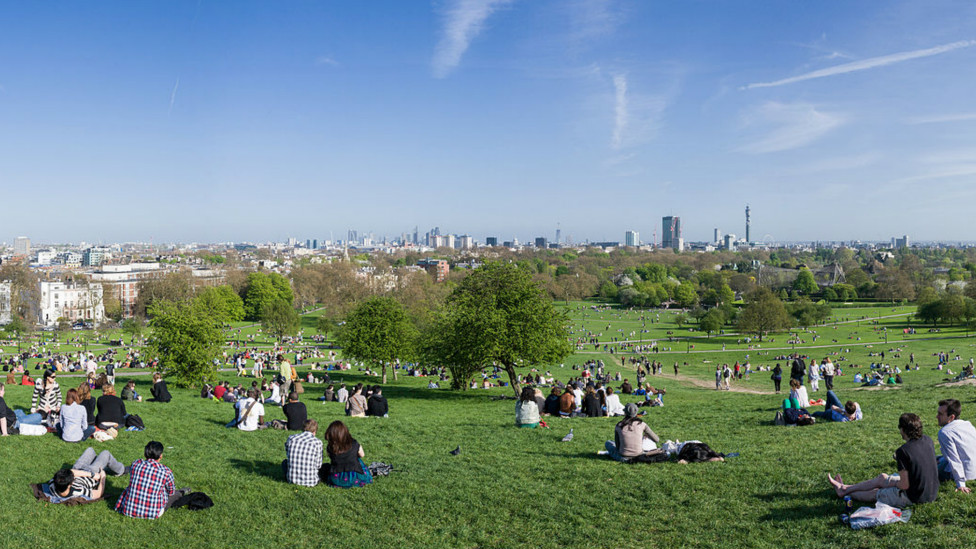 Vista panorâmica de Primrose Hill Foto: David Iliff. Licença: CC-BY-SA 3.0 (http://creativecommons.org/licenses/by-sa/3.0/deed.en)
