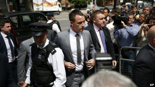 John Terry tiba di pengadilan untuk mendengar vonisnya.