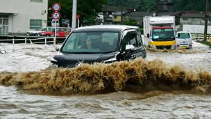 [Resim: 120714135130_japan_flood_car_304x171_ap_nocredit.jpg]