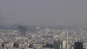 Các cột khói được thấy bốc lên ở Damascus