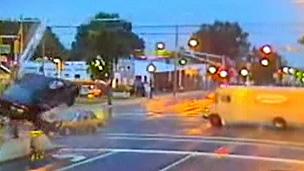 Polícia espera que imagens mostrem aos motoristas riscos da ultrapassagem do sinal vermelho (BBC)