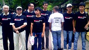 Bạn bè thân hữu của gia đình Trịnh Xuân Tùng trước tòa án