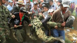 indigenas atacan ejercito
