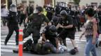 Ola de protestas en ciudad californiana por la muerte de dos latinos a manos de la policía