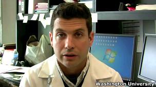 Dr Lukas Wartman da Universidade Washington.