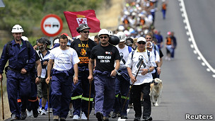Mineros caminando