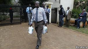 Detective keniano sale de la embajada