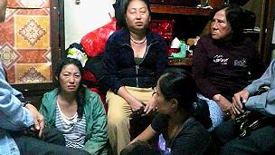 Hai con gái bà Liêng đau buồn trong tang lễ mẹ