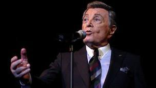 وفاة المغني طوني مارتن عن 98 عاما 120731144940_tony_martin_304x171_bbc_nocredit