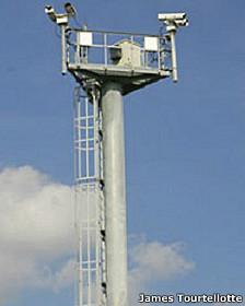 Torre usada na fronteira México_EUA