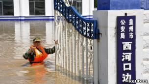 辽宁河北暴雨三百万人受灾致两死