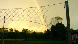 Cancha de ecuavolei en la selva amazónica