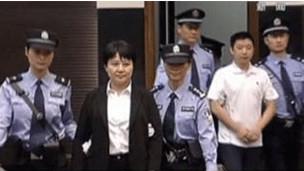谷开来和张晓军出庭受审(电视截图)
