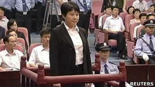 谷开来于合肥市中级法院出庭受审(中国中央电视台截屏9/8/2012)