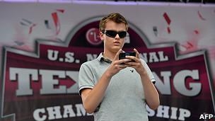 Gana US$50.000 por escribir rápido un mensaje de texto