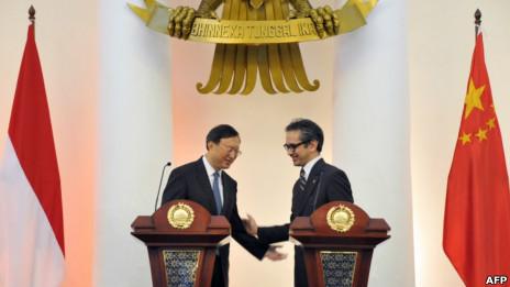Hai ngoại trưởng TQ và Indonesia tại cuộc họp báo chung