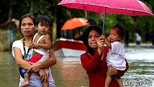 Los países más vulnerables a los desastres naturales. 120815154537_inundaciones_304x171_afpgetty