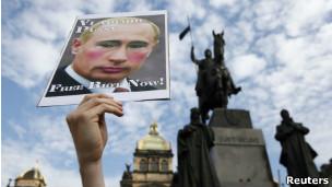 Protesto anti-Putin e pró-Pussy Riot em Praga, na última sexta-feira (Reuters)