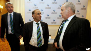 David Richardson (L) with IIC president and outgoing CEO Haroon lorgat (file photo)