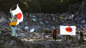Người Nhật giương quốc kỳ trên Senkaku/Điếu Ngư