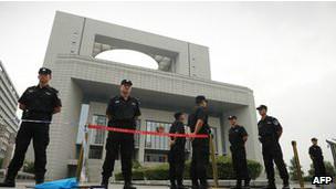 Cảnh sát ngoài phiên xử bà Cốc Khai Lai
