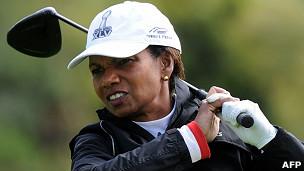 Condoleeza Rice jugando al golf