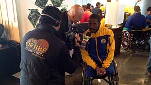 Un integrante de la selección colombiana de baloncesto en silla de ruedas