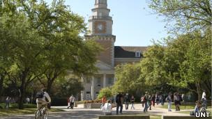 Prédio principal da Universidade do Norte do Texas (Foto: Universidade do Norte do Texas/Divulgação)