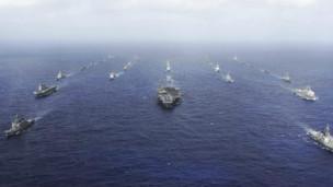 Các chiến hạm Mỹ và Nhật dàn trận trong một tập trận chung hồi năm 2011