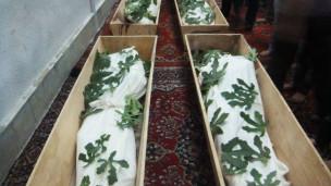Các thi thể được đặt trong thánh đường Hồi giáo