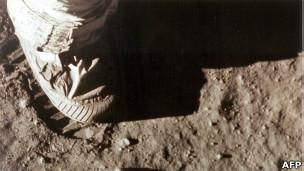 El pie de Armstrong en la Luna