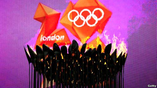倫敦奧運銅花瓣火炬塔。
