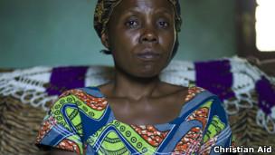 Mujer congoleña de 35 años, víctima de una violación cometida por tres soldados