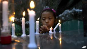 流亡藏人为自焚抗议身亡者祈祷