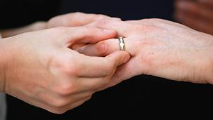 Três mãos | Foto: Getty Images