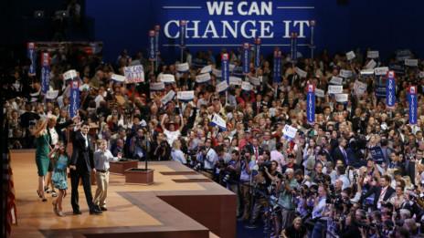 Paul Ryan cùng mẹ, vợ và các con trên sân khấu