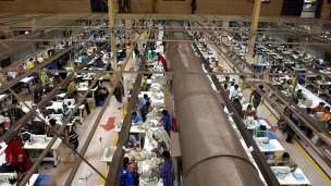 Vista general de una fábrica textil en las afueras de Dhaka, Bangladesh