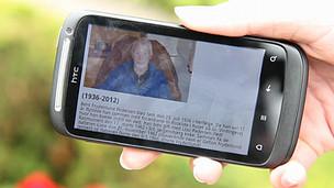 teléfono inteligente con información de un fallecido