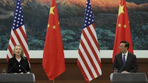 Clinton và Dương Khiết Trì trong cuộc họp báo