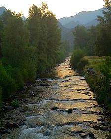 Arroyo en los Pirineos